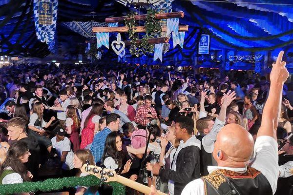 muenchen-fruehlingsfest-2019-festhalle-bayernland-schoeniger-theresienwiese-oktoberfest20210506-00528D475649-E8E5-DFB8-7C90-6BDCBC3AD074.jpeg