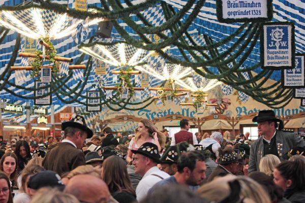muenchner-fruehlingsfest-2019-festhalle-bayernland-schoeniger-theresienwiese-oktoberfest20190426-00265DD606F9-DFAC-46A2-1417-4463741822E8.jpg