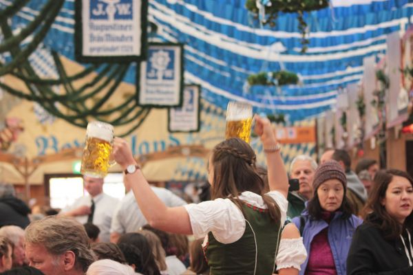 muenchner-fruehlingsfest-2019-festhalle-bayernland-schoeniger-theresienwiese-oktoberfest20190426-00278713D182-6BAC-5D9D-BBBA-47D53DF173BE.jpg