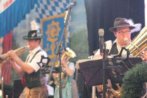 muenchner-fruehlingsfest-2019-festhalle-bayernland-schoeniger-theresienwiese-oktoberfest20190426-0028A039574B-4E8C-1F15-B940-28EA3D328525.jpg