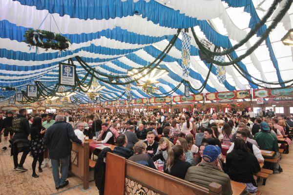 muenchner-fruehlingsfest-2019-festhalle-bayernland-schoeniger-theresienwiese-oktoberfest20190426-0030E5364B82-B67A-66FE-F06B-BAF205E192D3.jpg