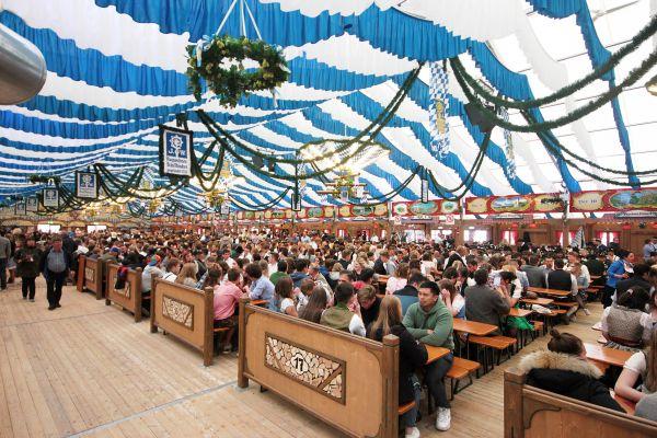muenchner-fruehlingsfest-2019-festhalle-bayernland-schoeniger-theresienwiese-oktoberfest20190426-003142A7F4C8-1388-F37B-B5F0-7684A543AF87.jpg