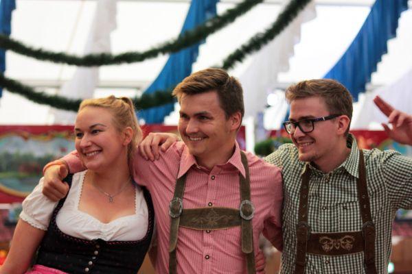 muenchner-fruehlingsfest-2019-festhalle-bayernland-schoeniger-theresienwiese-oktoberfest20190426-00334FE8E95B-A64D-2606-11BB-1BF4637ACEC5.jpg